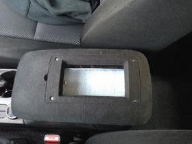 丰田塞恩tC扶手处的iPhone5机座